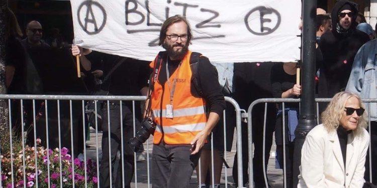Aktivist Harald Klungtveit fra aktivistgruppen «Filter Nyheter» under en demonstrasjon i Oslo. FOTO: Privat.