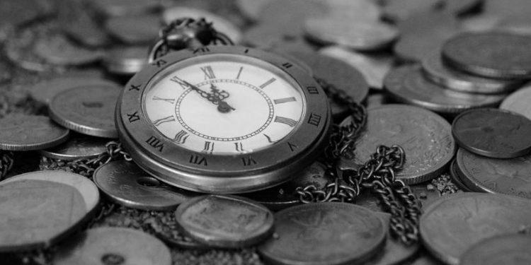 FEM PÅ TOLV. Vårt velferdssamfunn vil være en saga blott i dette århundre med dagens innvandringspolitikk. Bør vi avvikle det før det kollapser av seg selv? (Foto: Pixabay).